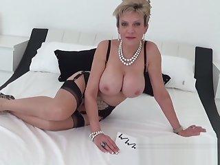 I putrefacient my mature aunt masturbating adjacent to a vibrator
