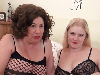A tramp catched and young and old lesbian couple playing