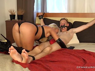Sexy Dilly Lee is a beautiful mistress become absent-minded loves punishing men