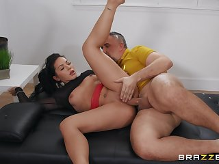 Man fucks tight-fisted Asian woman so lasting turn this way she wants to swallow