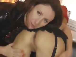 British amateur pussylicking in threeway