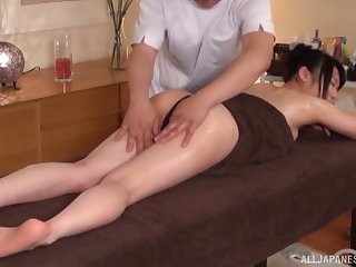 Hot ass Japanese wife gets a back kneading and wants thither be fucked