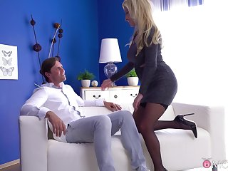 Blonde get hitched Georgie Lyall in stockings and unmentionables having nice sex