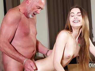 Gender tight vagina making her wet for grandpa
